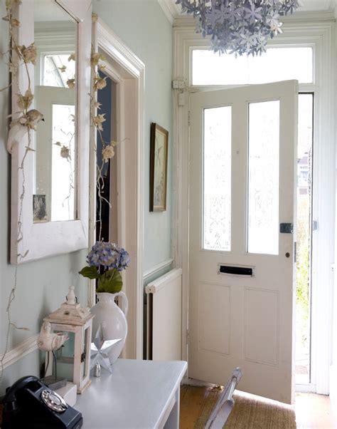 maximise  small hallway   simple decorating
