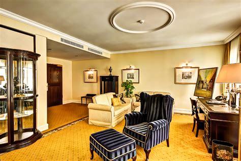wohnzimmer suiten suiten suitess hotel dresden neumarkt