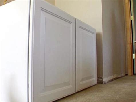 Thermofoil Cabinets Video Hgtv Thermofoil Vs Wood Cabinets