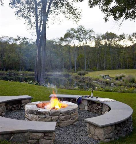 feuerstelle aus pflastersteinen naturnahe erlebnisse mit feuerstelle und sitzplatz aus
