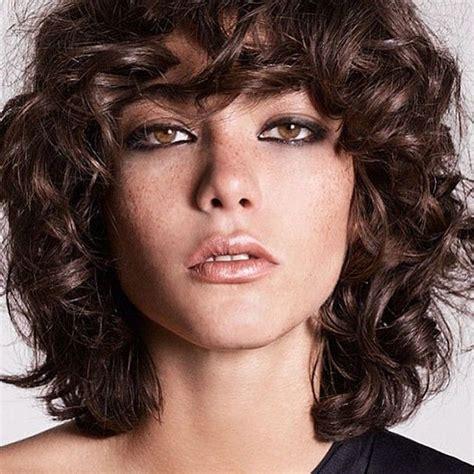 peluqueria cortes desmechado en largo las 25 mejores ideas sobre pelo corto con flequillo en