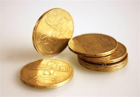 Mata Uang Koin gambar logam bahan kas emas kuningan mata uang
