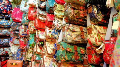 Kaos Oleh Oleh Dari Singapura bersama kekasih belanja ke petaling