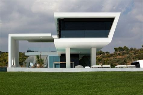 bioclimatic design of the unique h3 house in greece