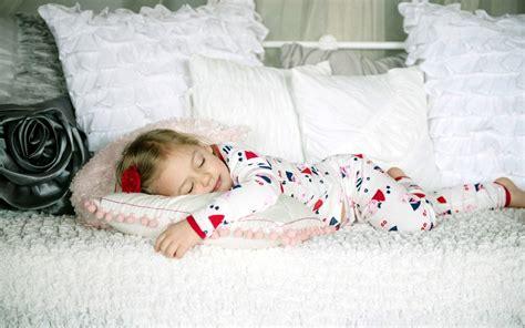 mood child kid  girl sleeping rest bed wallpaper