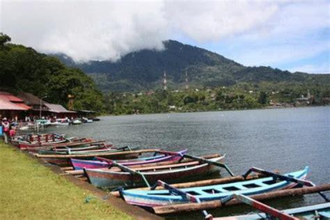 Perahu Dayung Perahu Mini Danau Perahu perahu wisata di danau beratan di puncak bedugul bali picture of lake beratan tabanan