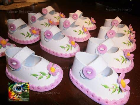como hacer bebes de foami para baby shower manualidades para baby bebe zapaticos foami nacimiento recuerdos baby shower