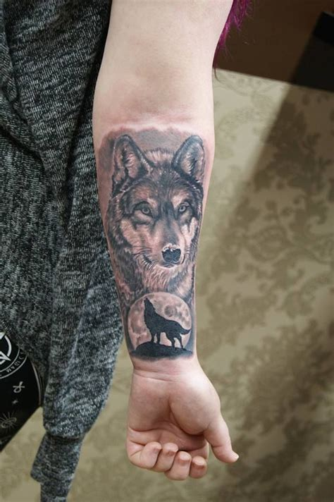 wolf tattoo wrist 25 best ideas about small wolf on wolf