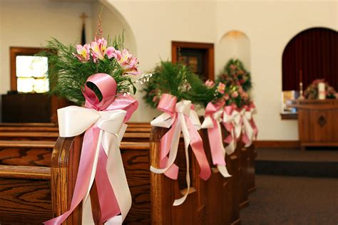 do it yourself wedding decorations for church 11 beautiful options for wedding pew decorations