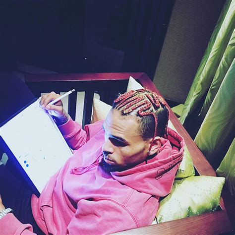 chris brown hair color chris brown s pink hair do you or loathe his new