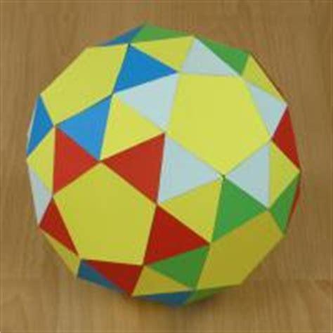 Paper Snub Dodecahedron - modelo de papel de un dodecaedro romo