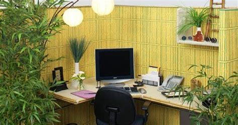 tanaman hias  mempercantik meja kerja kantor desain