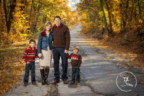 best colors to wear for pictures family photo fall leaves what to wear family portraits