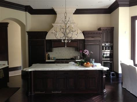 kitchen paint colors for any cabinets kelly moore paints hi i need help with paint color in kitchen and familyroom