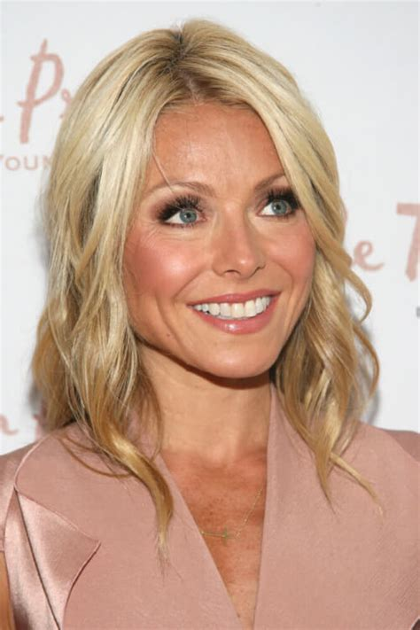 kelly ripa current hairstyle 15 low maintenance celebrity hairstyles you can easily