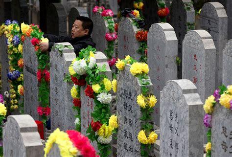 tomb sweeping festival  china gokunming