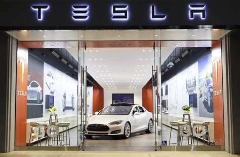 Tesla Motors Store Tesla Goes From Lonely To Most Popular Kid In The Mall