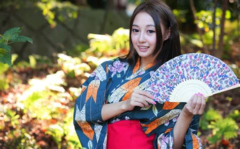 who is the asian girl in the mobile strike commercial japanese girl asian kimono paper fan wallpaper girls