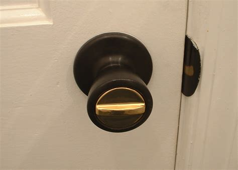 How To Open A Locked Door Knob by How To Keep Your Stuff Safe The Summer The Student Guide