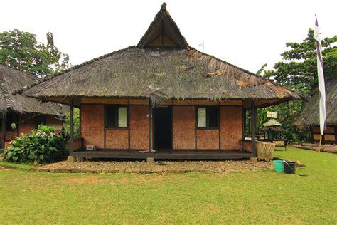 menyambangi bekas kasepuhan sunda  kampung budaya