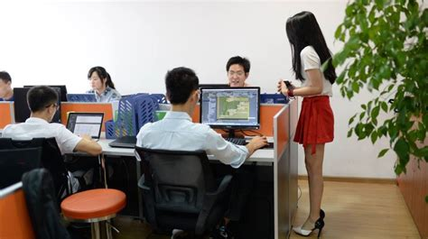 Computer Programmer Work Environment by Tech Companies Are Motivating Programmers By Hiring
