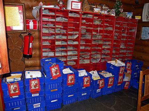 Post Office Santa by Il Villaggio Di Babbo Natale Makeup Delight