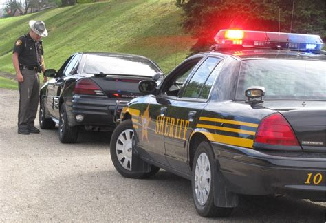 Officer During Traffic Stop by Traffic Stops Do S And Don Ts
