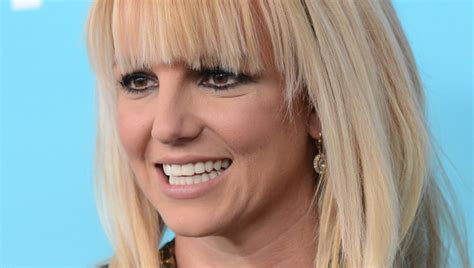 Britneys Wearing A Wig by Hair Leaves Us Wondering If The Singer Is