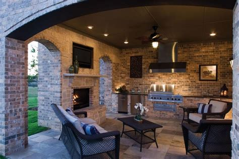 luxury outdoor kitchens
