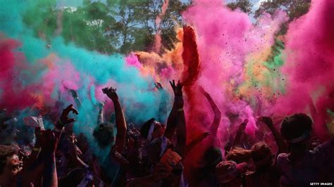 painting cbbc runners pelted with paint in sydney color run cbbc newsround