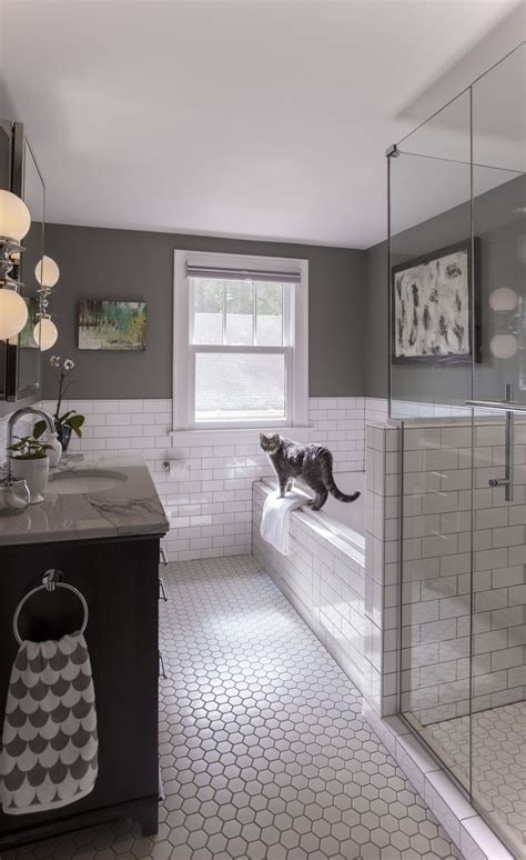 bathrooms tiling ideas 25 best ideas about tile bathrooms on subway