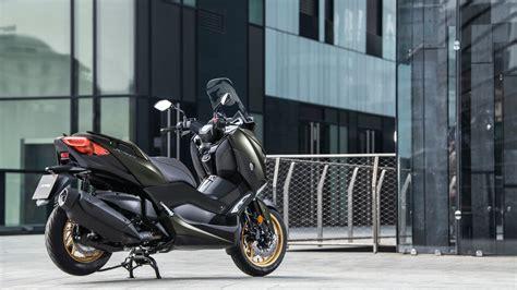 xmax  tech max  scooters yamaha motor