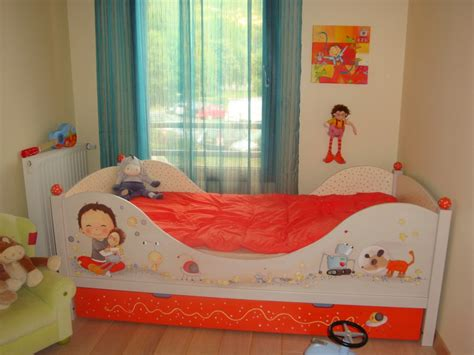 Charmant Chambre D Enfant Deco #3: Chambre-enfant-Jaune-Rouge-Petit-201210171141351l.jpg