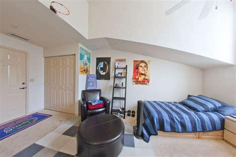 Windsor Hall Single Dorm Rooms vs Univeristy of Florida ... Freshman Housing Uf