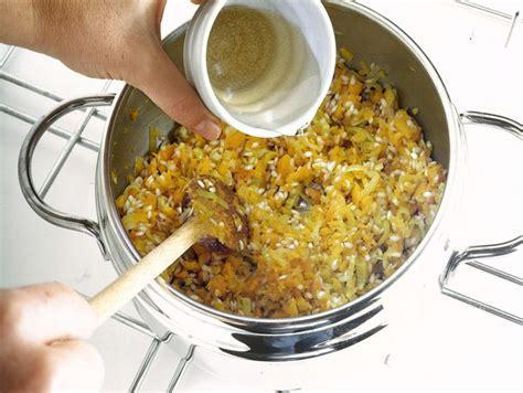 cucinare nella pentola a pressione ricetta risotto in pentola a pressione donna moderna