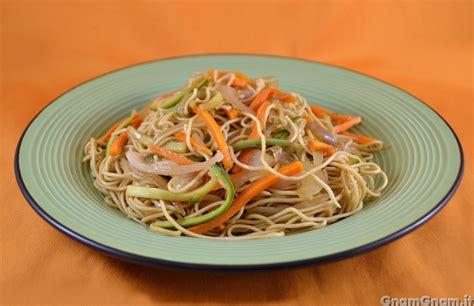 cucina cinese ricette spaghetti cinesi alla piastra la ricetta di gnam gnam