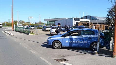 polizia stradale bagno di romagna minorenne alla guida di un auto in stato di fermo e senza
