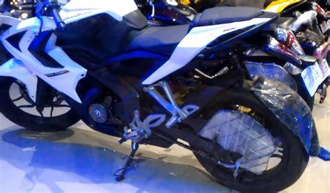bajaj pulsar colours bajaj pulsar rs 200 in white color spotted at dealership