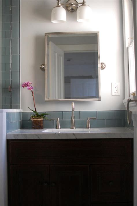 gorgeous bathroom look using bathroom backsplash