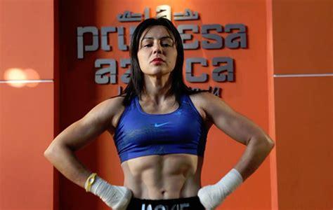 barbie juarez fotos nava defeats ashley juarez stops weiss women s boxing