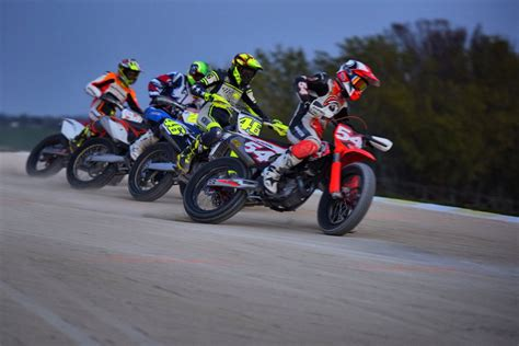 detiksport moto2 rossi berlatih bareng rider moto2 okezone sports