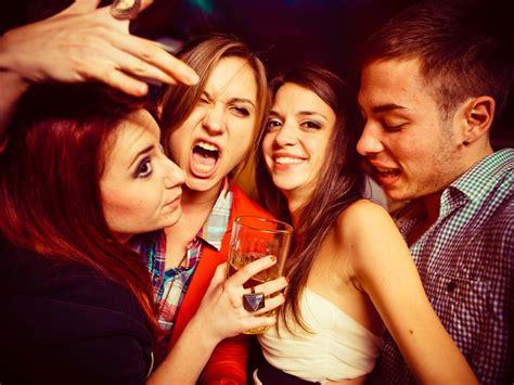 scorretta alimentazione adolescenti in pericolo tra alcol e cattiva alimentazione