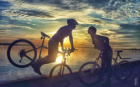 imagenes romanticas de parejas en bicicleta im 225 genes de amor para fondo de pantalla beso de amor en