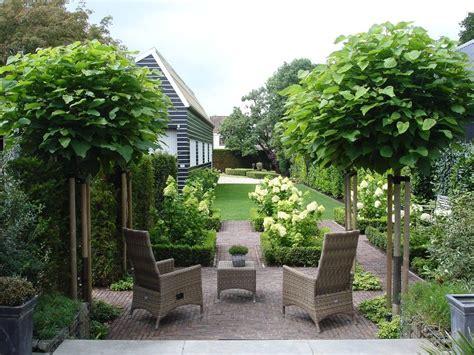 witte thee tuinen groene tuin met boompjes en hortensia tuin jardiner 237 a