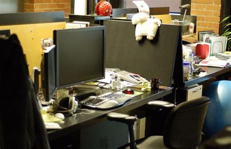 elon musk desk the desks of famous tech ceos 11 pics