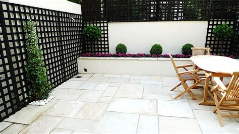 White Wall Trellis Sandstone Paving Patio Raised Beds Classic Modern Planting