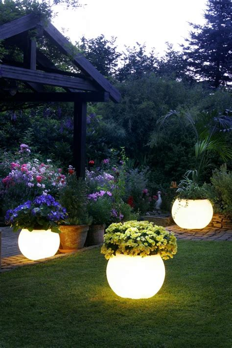 Led Back Splash by 10 Creative Garden Decoration Ideas That Will Delight