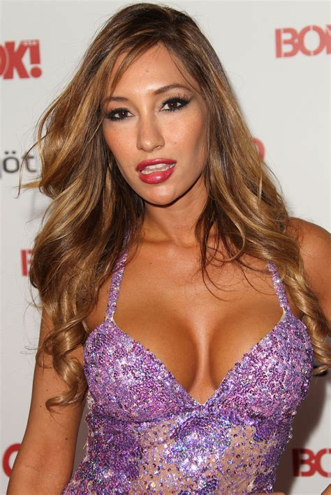 Hollywoods Sexiest Single by Kea Ho In Ok Magazine Toasts S Sexiest Singles