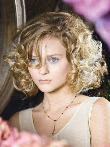 short curly hairstyles  fashion trends styles