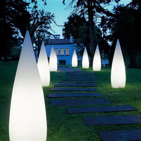 Creative Outdoor Lighting Interiorholic Com Creative Outdoor Lighting Display Ideas